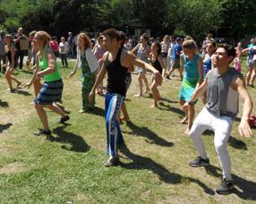Tanz2 in Die Djembe