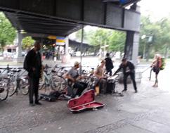 23 in Straßenmusik in Berlin