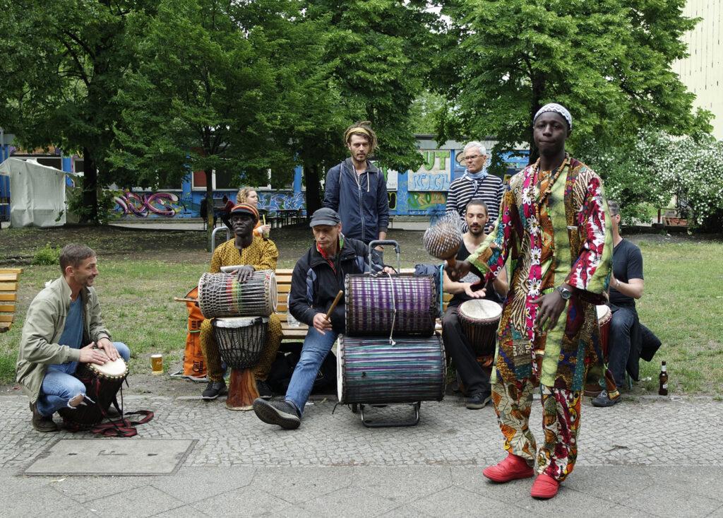 Wiese5-kl-1024x733 in Karneval der Kulturen Berlin 2017