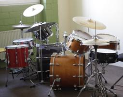 Schlagzeug1 in Schlagzeuginstrumente und ihre Hardware